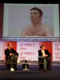 Leweb3_loic_lemeur_vinvin_sous_la_douche